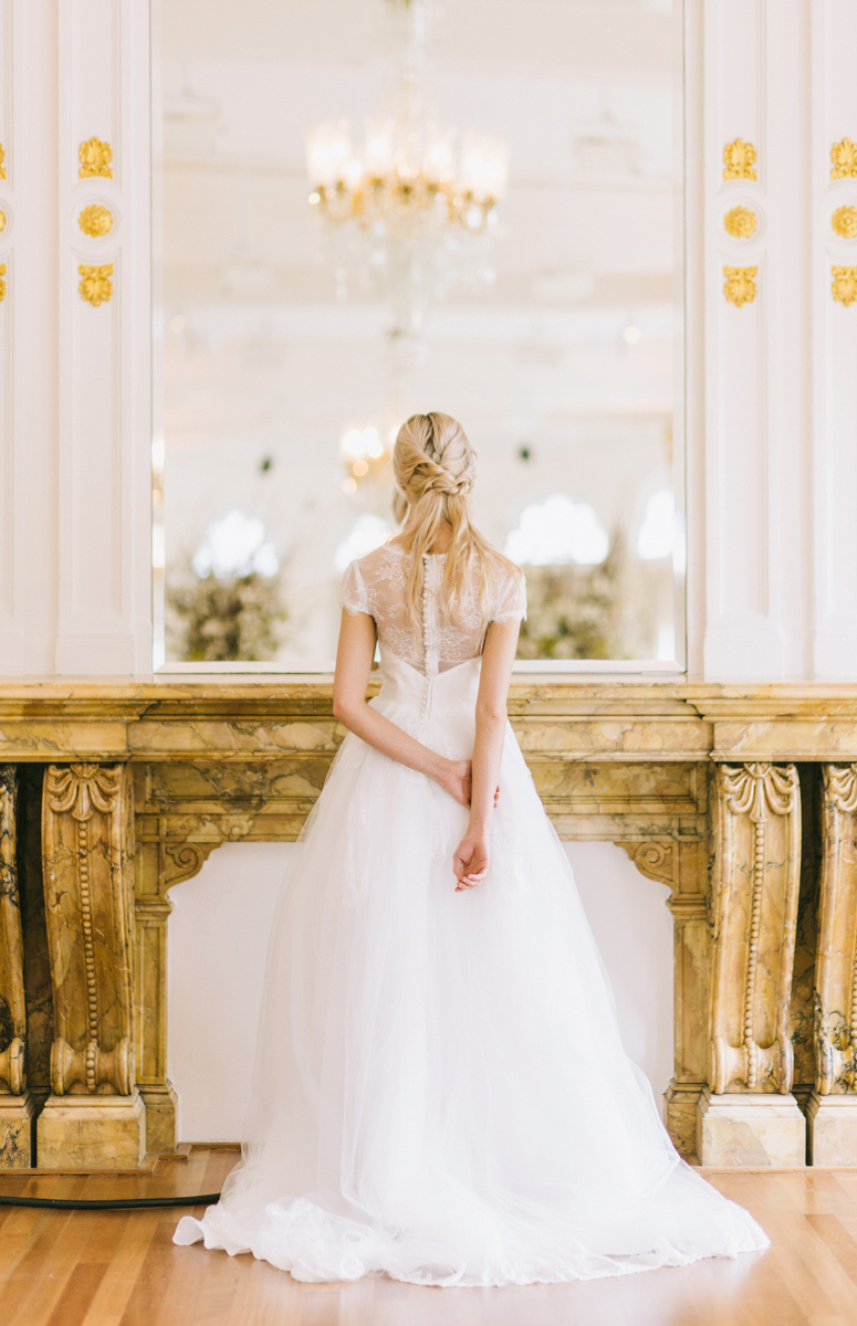 bride-in-front-of-mirror-gorgeous