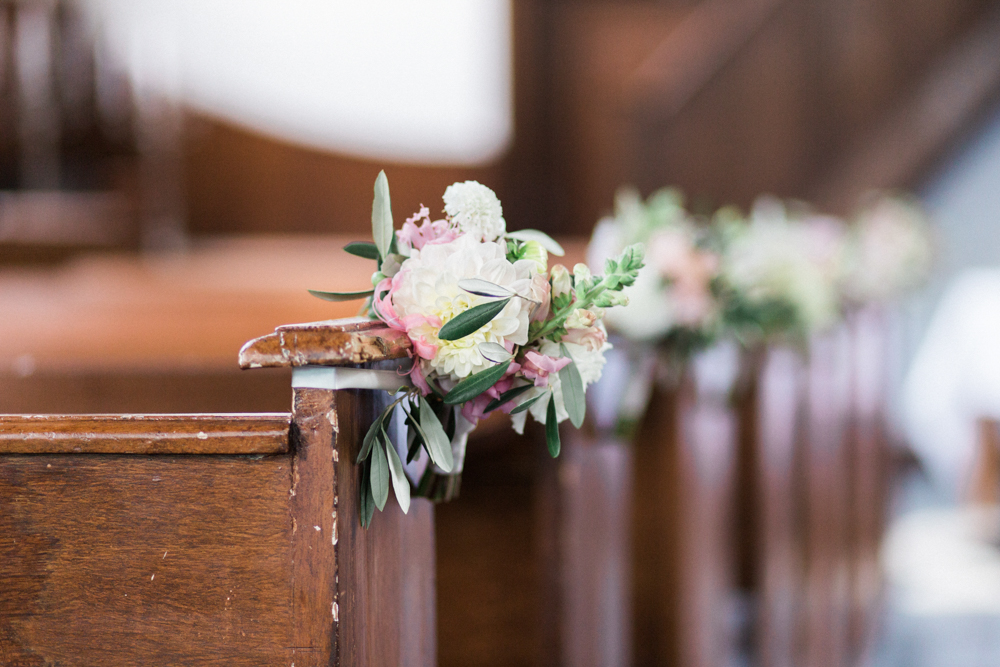 how to decorate your wedding location in church