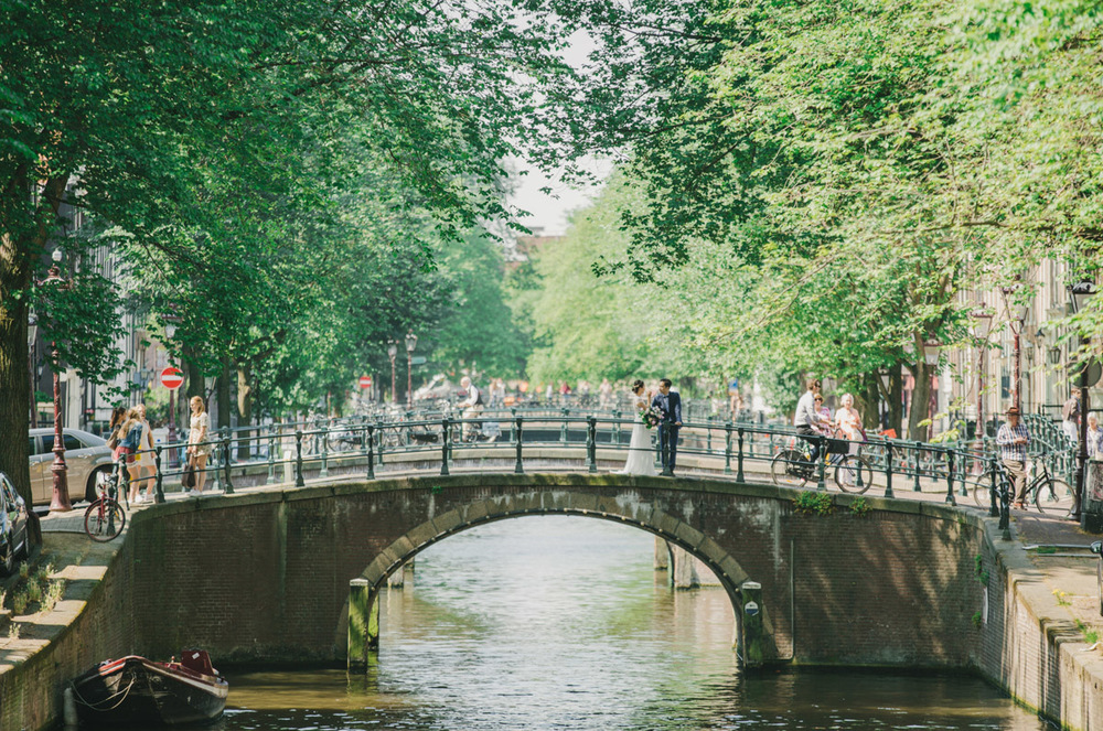 romantic-canal-wedding-in-amsterdam