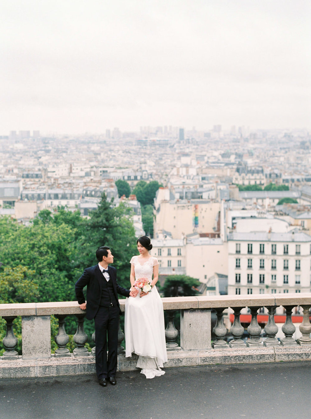 Intimate_Paris_Wedding_Sacré_Cœur_Photoshoot_Engagement_sessio