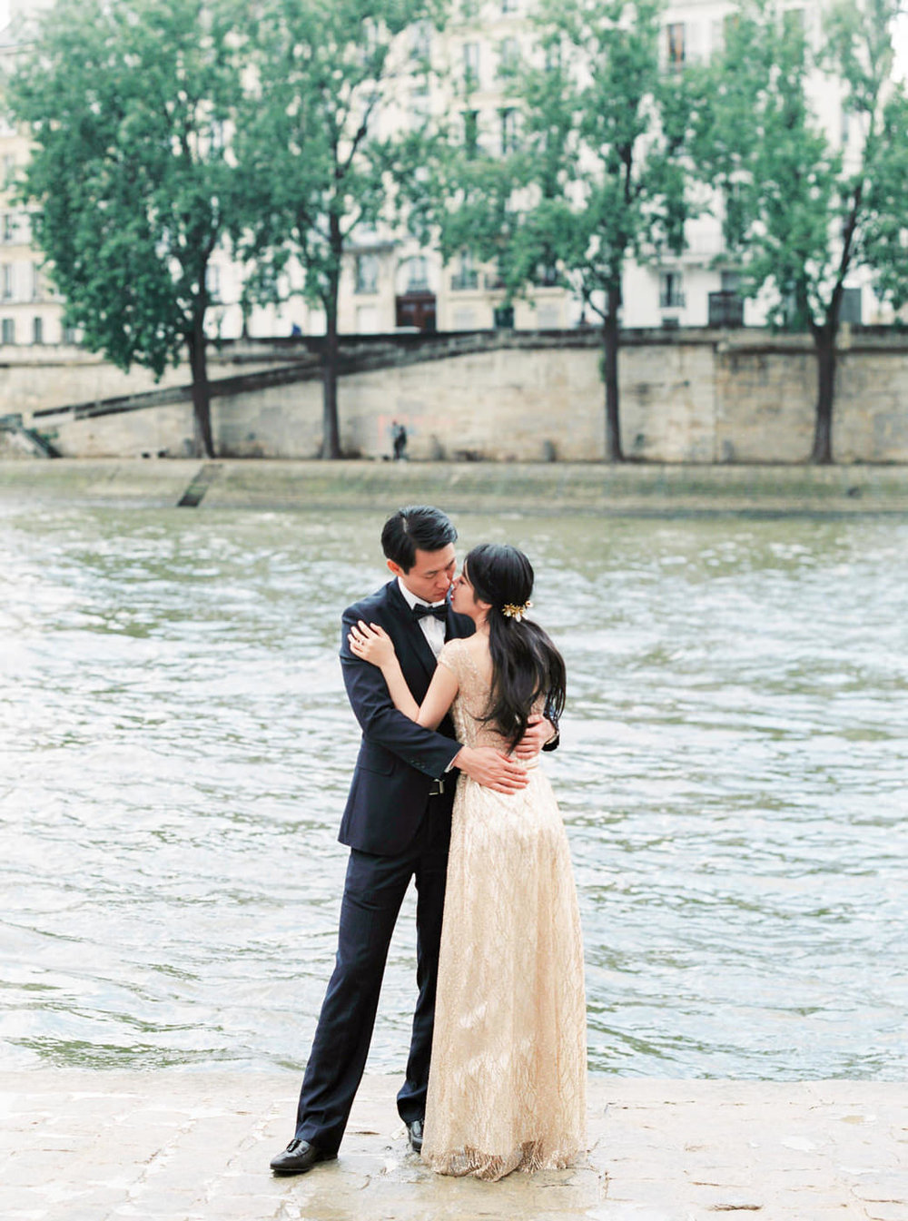 Paris_Wedding_Photographer_de_Seine_Elopment_Photoshoot_Engageme