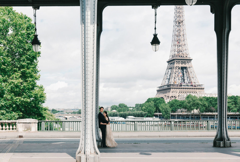 Paris_Wedding_Photographer_Pont_de Bir-Hakeim_Elopment_Photoshoo