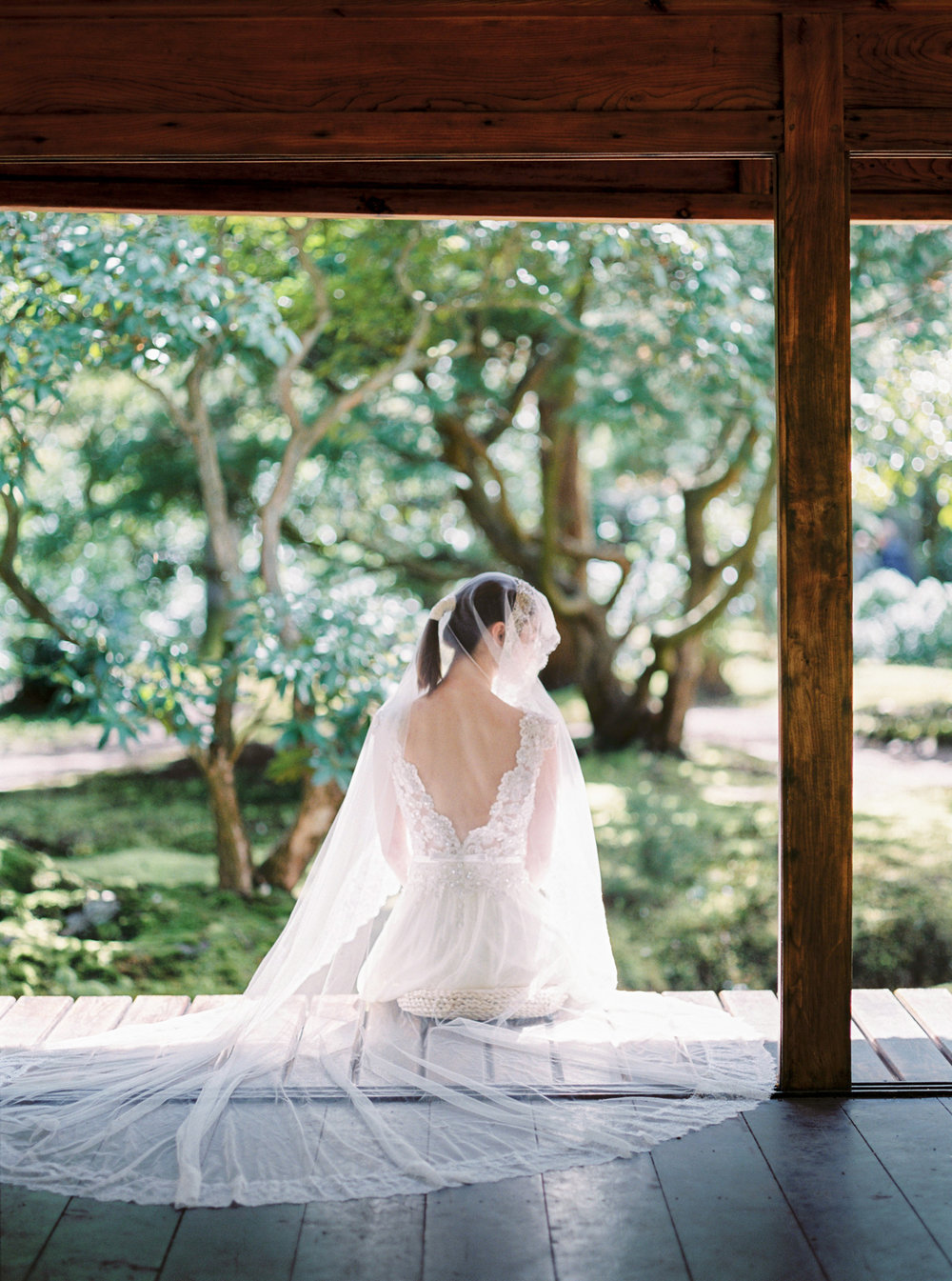 Wedding Sparrow    Wabi-sabi Minimalistic Bridal Inspiration