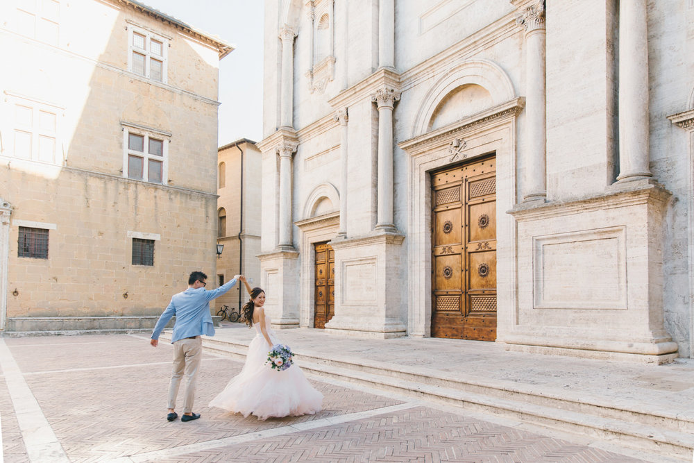 Best Fine Art Prewedding Photographer in Pienza Tuscany Italy -