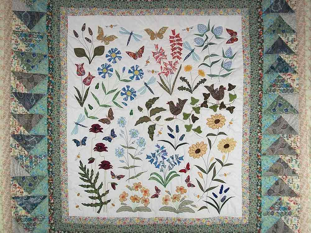 Louise-Bell-Quilts-Floral-wild-flowers-with-flying-geese-border-in-Liberty-lawns.jpg
