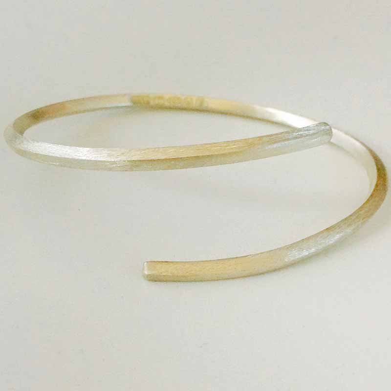 Jackie Faris creates beautiful jewellery