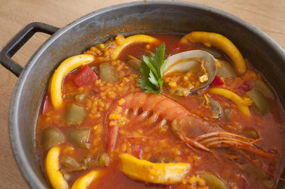 Arroz meloso con calamar, almejas y gambón