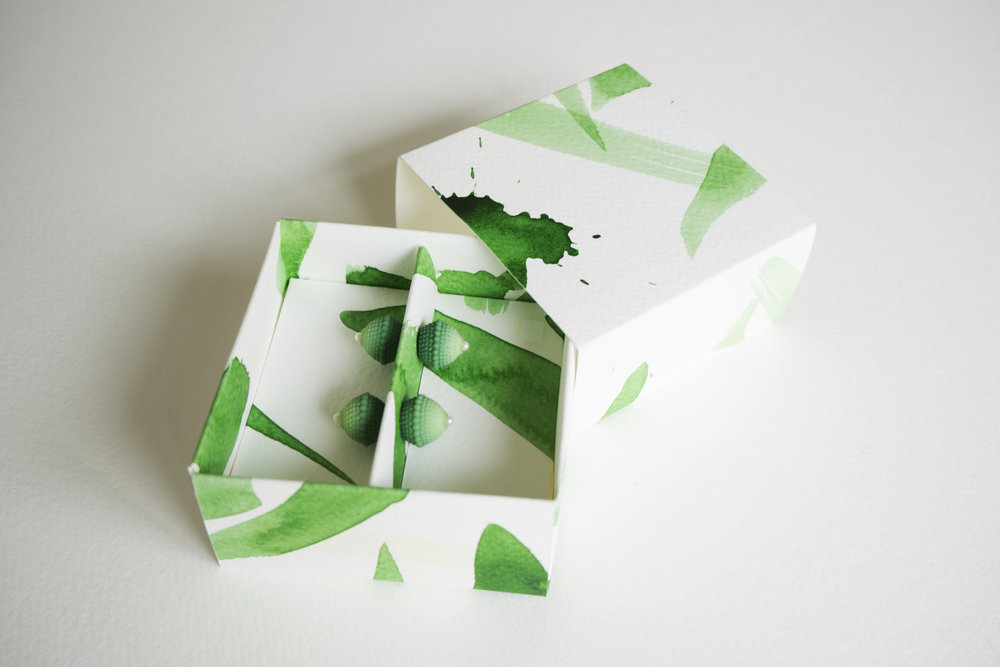 PACKAGING MACHINE-MADE OBJECTS - Hand-painted boxes that softens the machine-made process of 3D printing