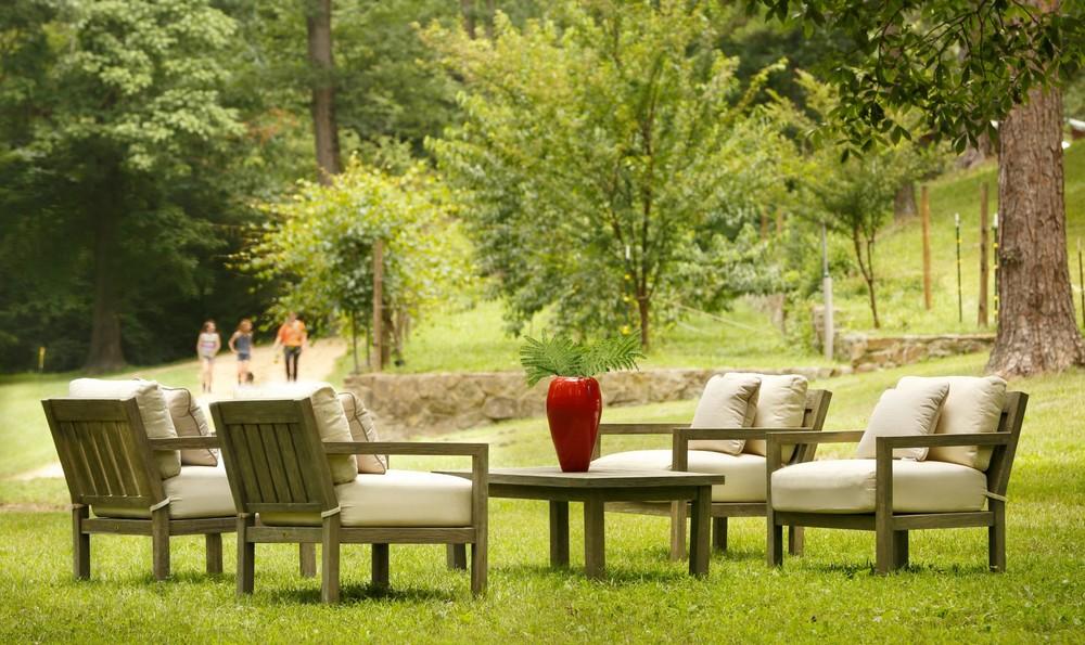 Summer Classics Outdoor Furniture Showroom