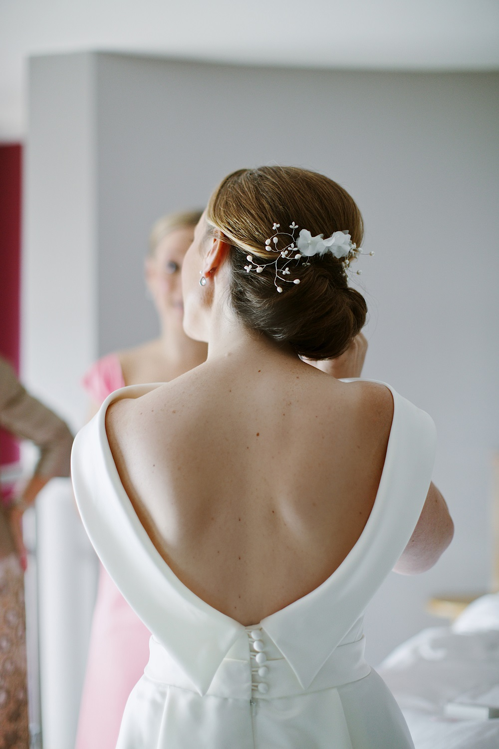 Joanna wearing a bespoke freshwater pearl wedding hair comb