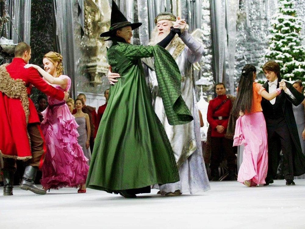 Dior christian spring ad campaig, Scarf aritzia how to wear