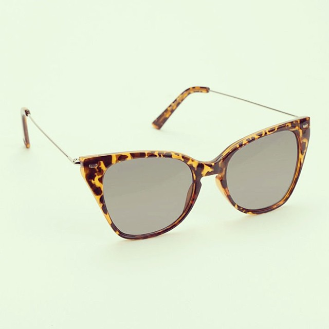 #sunnies #sunglasses #retro #cateye #metal #plastic #tort #optical #modernoptical #womanswear #womansfashion