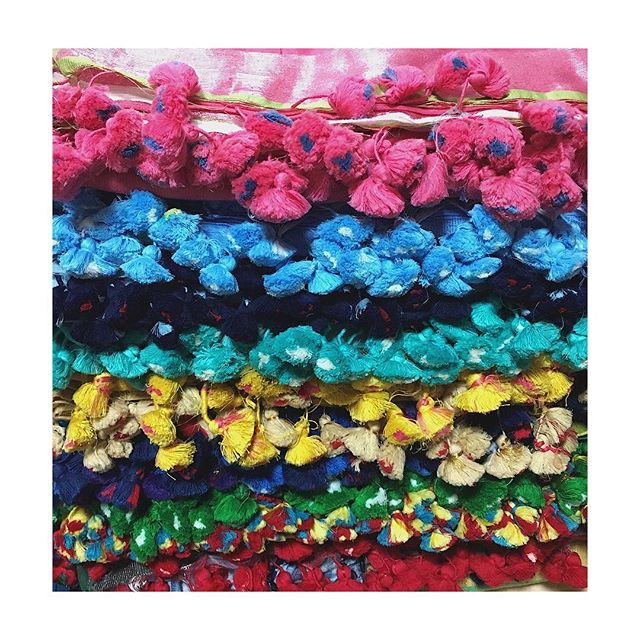 Pompoms anyone? #colorfullife #scarflove #resortwear