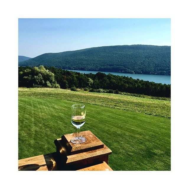 #lilbreakfromthebusyworld #happylongweekend #greenliving #winewithaview
