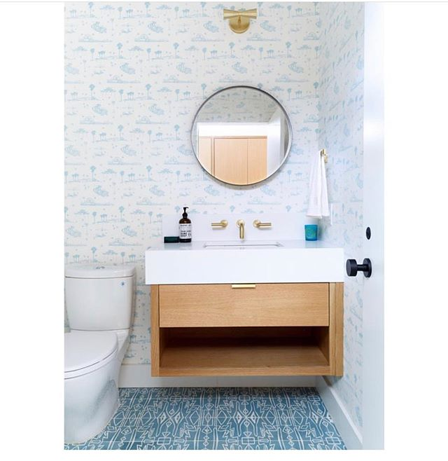 💙 this beatiful loo by @nataliemyers 👏👏 with our Best Coast wallpaper by @asandystudio 🌴