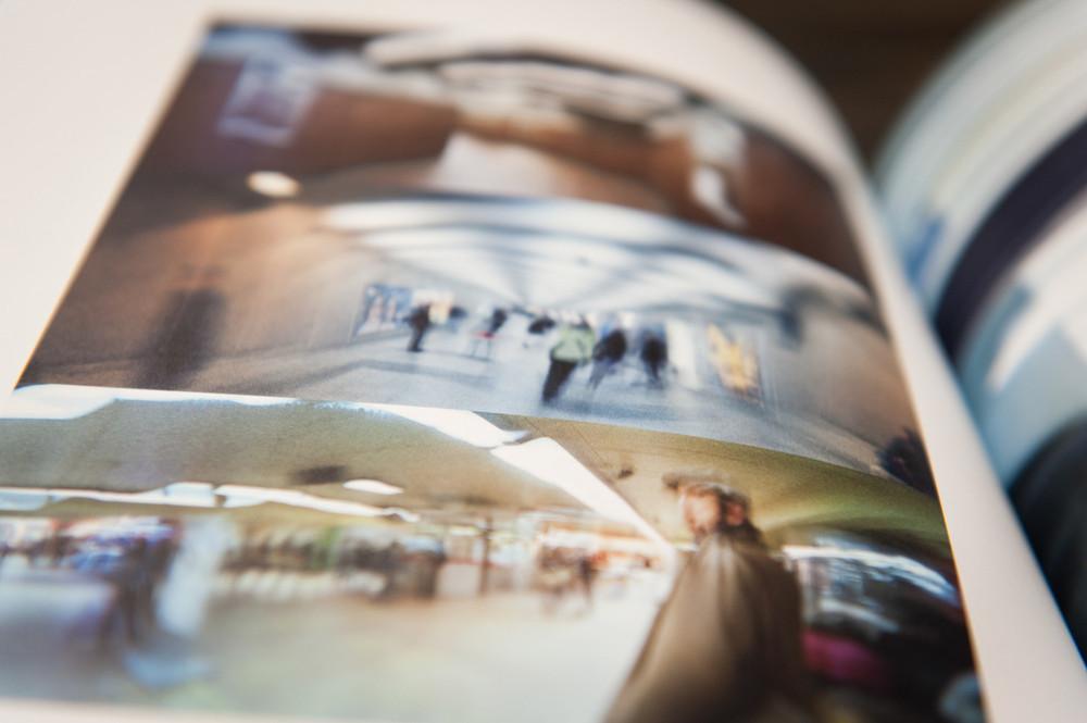 Ce livre présente plusieurs séries d'expérimentations photos réalisées par les 11 photographes de l'équipe de Shoot. En édition limitée (500 exemplaires), chaque volume était personnalisé au nom de son destinataire. Les créatifs ayant collaboré à ce projet ont mis en symbiose leurs talents pour repousser l'exploration photographique dans un cadre artistique.