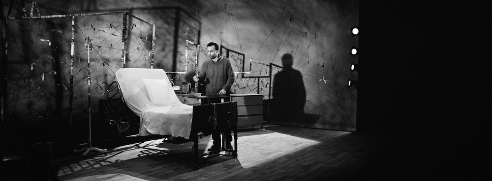 Émile Proulx-Cloutier en répétition au piano et au théâtre.