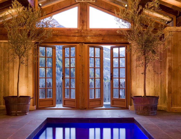 Chalet Pelerin pool