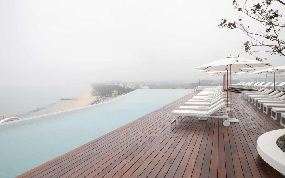 3) BETTER OUTDOOR PRODUCTS   One of the most  #noteworthy  trends of 2018 are advancements in the sophistication and durability of outdoor products. Theremally treated floors with reduced moisture content for improved stability and durability will be in high demand this year! Featured here is beautiful Ipe decking by Italian manufacturer  #ListoneGiordano  !