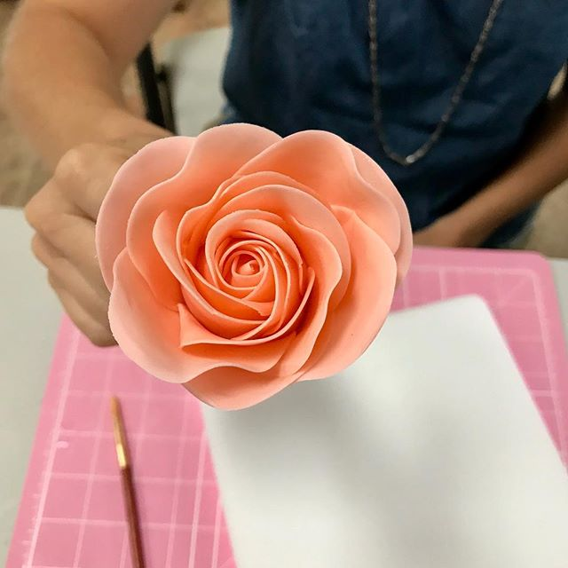 Gorgeous sugar rose made by one of my students today! #sweetlittlemorsels #sugareose #class . . . . . . . #gumpaste #sugarflowers #cake #cakedecorating #artist #handmade #teacher #learnallthethings #mytherapy #instagood #cakestagram #rose #cakeartistry #momboss #neverunderestimate #youcandoit #hobbiesarefun