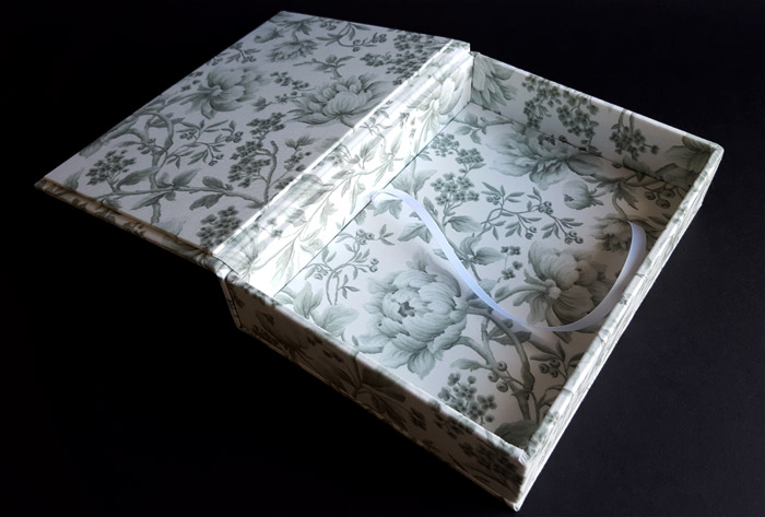 the_binding_studio_boxes_custom_cover_floral_peone.jpg