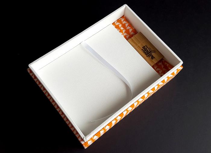 the_binding_studio_boxes_custom_cover_usb.jpg