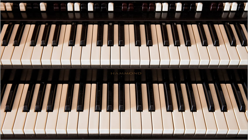 Organ Keyboard    © Howard Grill