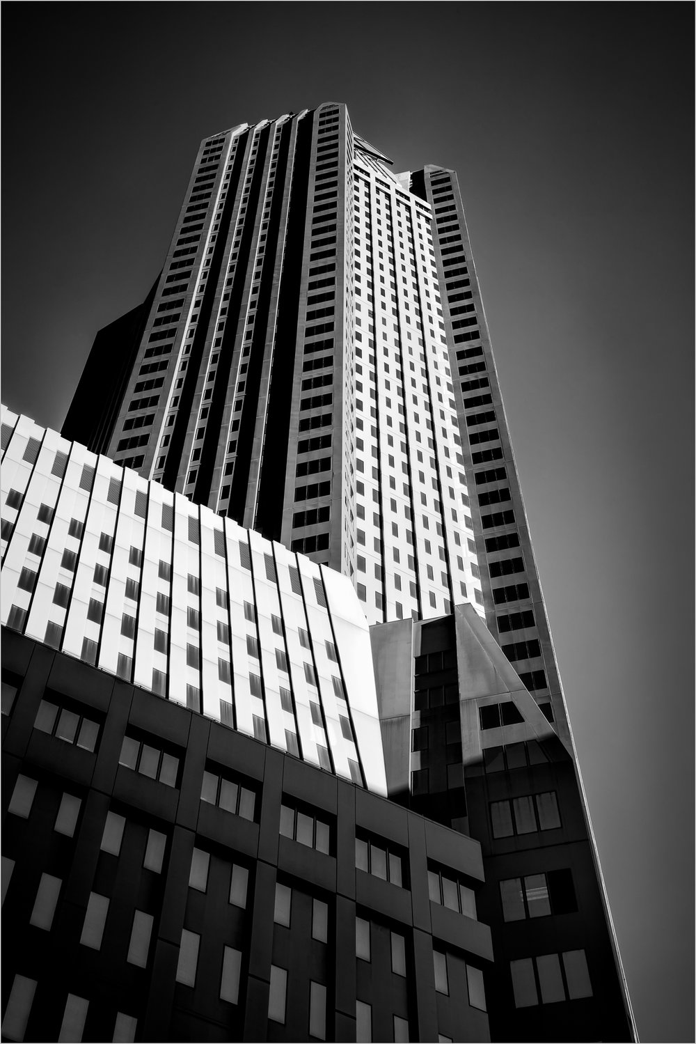 One Mellon Bank Center    © Howard Grill
