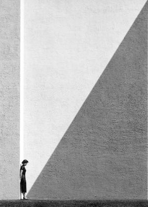 Approaching Shadow (1954)    © Fan Ho