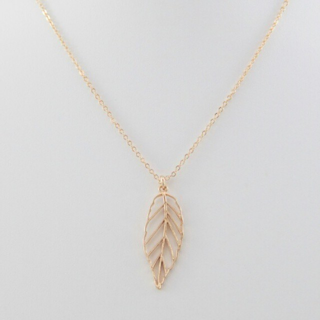 Leaf pendant necklace #simpleandchic #Chicaccessories #instaJeweley