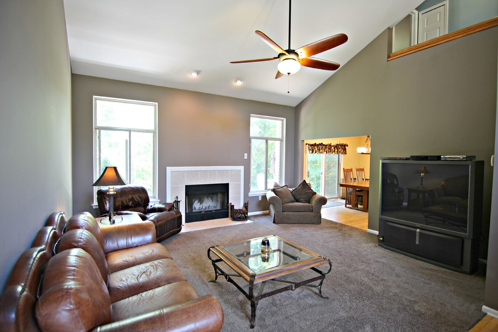 Arlene Ln Great Room.jpg