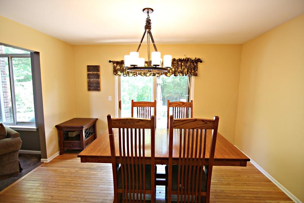 Arlene Ln Kitchen Table.jpg