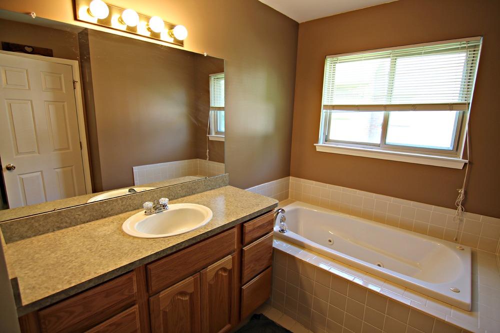 Arlene Ln Master Bathroom.jpg