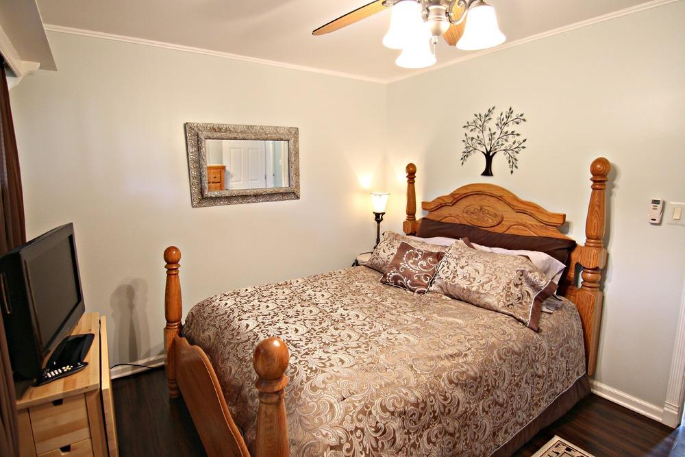Savage Rd Bedroom 1b.jpg