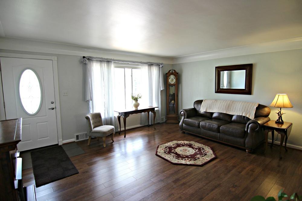Savage Rd Great Room 4.jpg