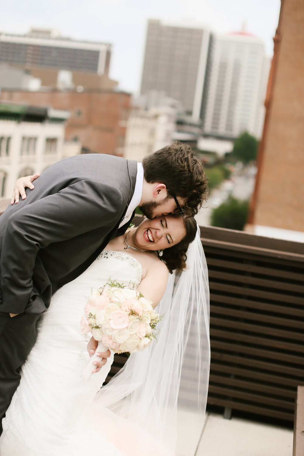 21c-rooftop-Louisville-elegant-kentucky-chicago-wedding-322.jpg