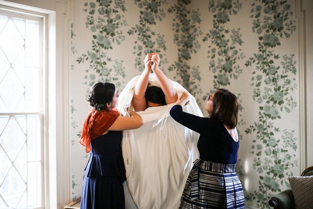 Warrenwood-Manor-Fall-Winter-Barn-Classy-Wedding-10.jpg