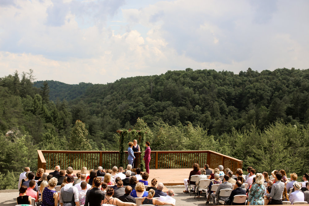 Cliffview-Lodge-Red-River-Gorge-Lesbian-Wedding-450.jpg