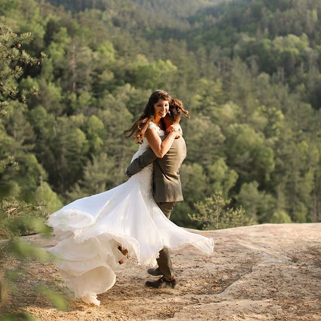 A good dress twirl 🙌🏻 //Love in the Red River Gorge with Kaleidoscope Venue  #intimateweddings #howheasked #livethelittlethings #thatsdarling #ohwowyes #springselfie #weddingvideographer #destinationwedding #chasinglight #sharethelex #autheticlovemag #adventurouscouple #weddingvideo #weddingfilm #weddinginspiration #destinationweddingphotographer #elopementcollective #thedailywedding #bohowedding #intimatewedding #adverturewedding #darlingmovement #elopementphotographer #firstsandlasts #heyheyhellomay #couplegoals #husbandandwife #husbandandwifetobe #engaged #isaidyes