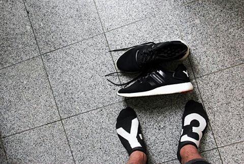 Socks on, shoes off @azkapesketch #Y3ph #AdidasY3 #YohjiYamamoto