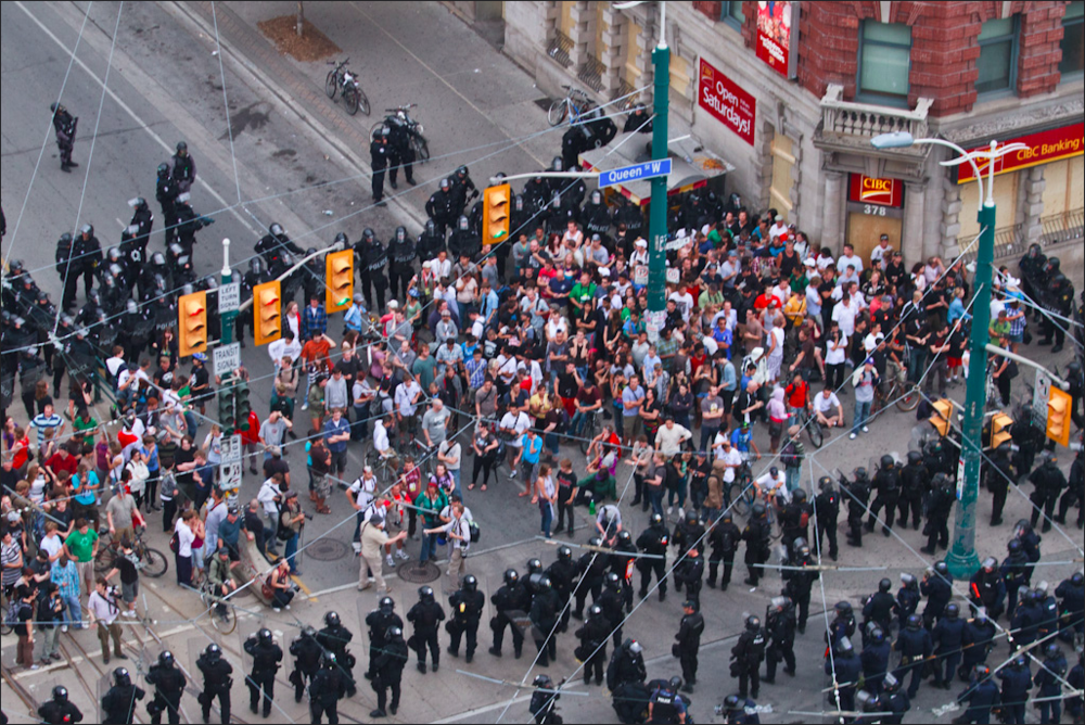 Police kettle those they declare demonstrators during the G-20 summit in Toronto, 2010 ( Pat Tapia )