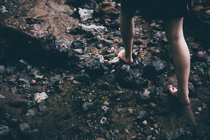 barefoot-1149848__480.jpg