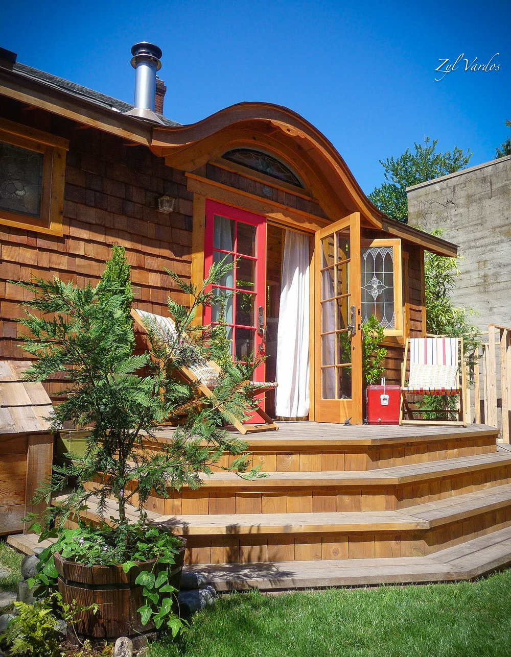 little-bird-tiny-house-porch-zyl-vardos.jpg