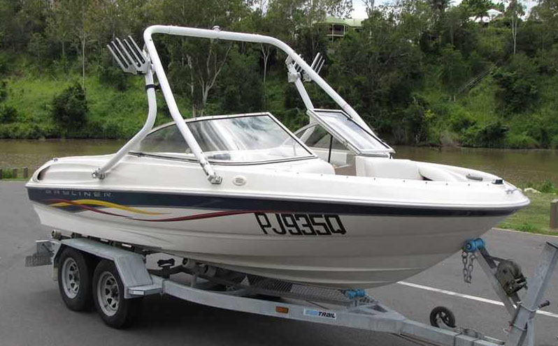 Wakeboard Tower on a 2001 Bayliner 175