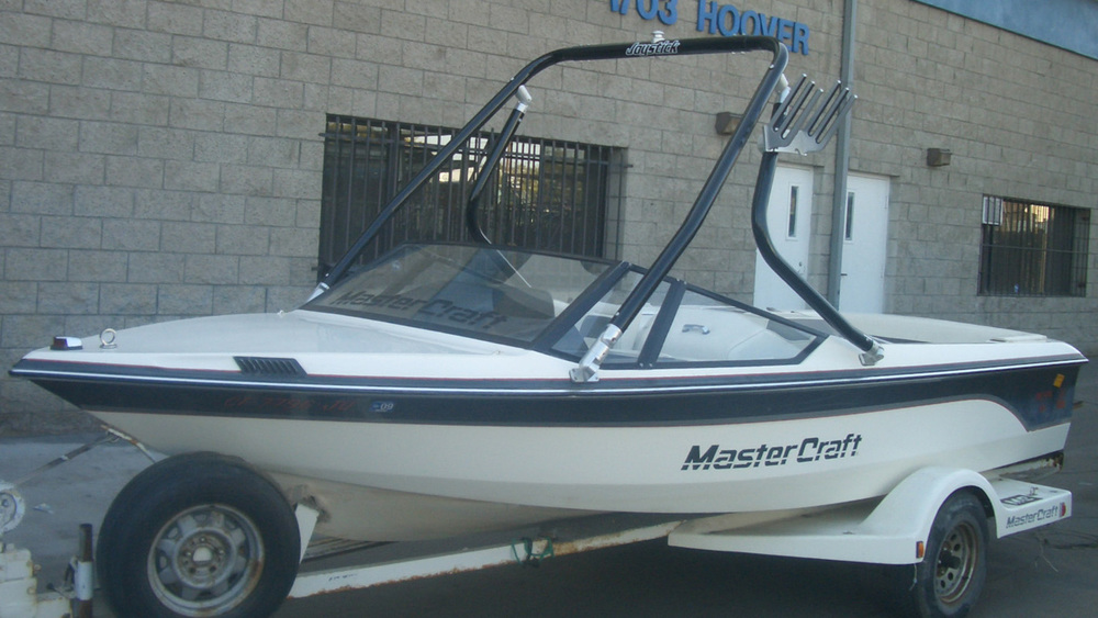 Wakeboard Tower on a 1989 Mastercraft prostar 190