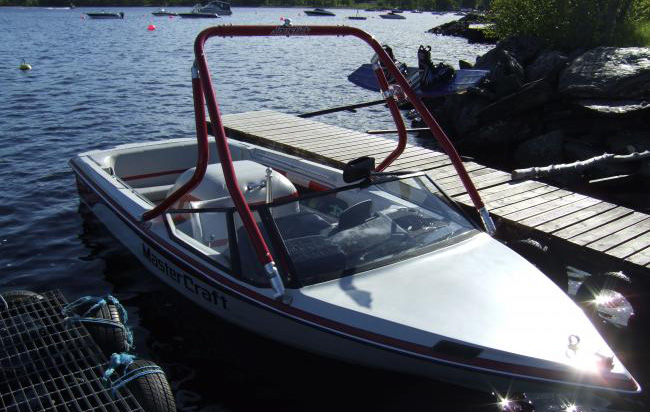 Wake Tower on a 1990 Mastercraft prostar 190