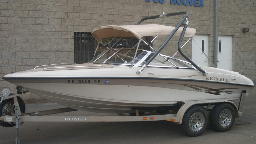 Wakeboard Tower on a 2001 Reinell 190