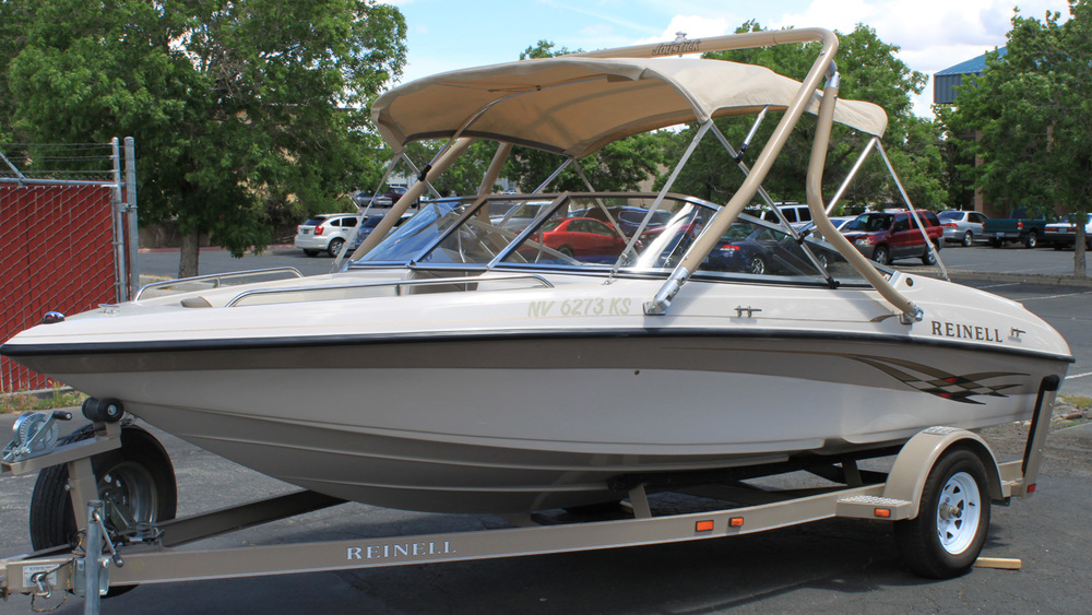 Tan Wakeboard tower on a 2001 Reinell 190
