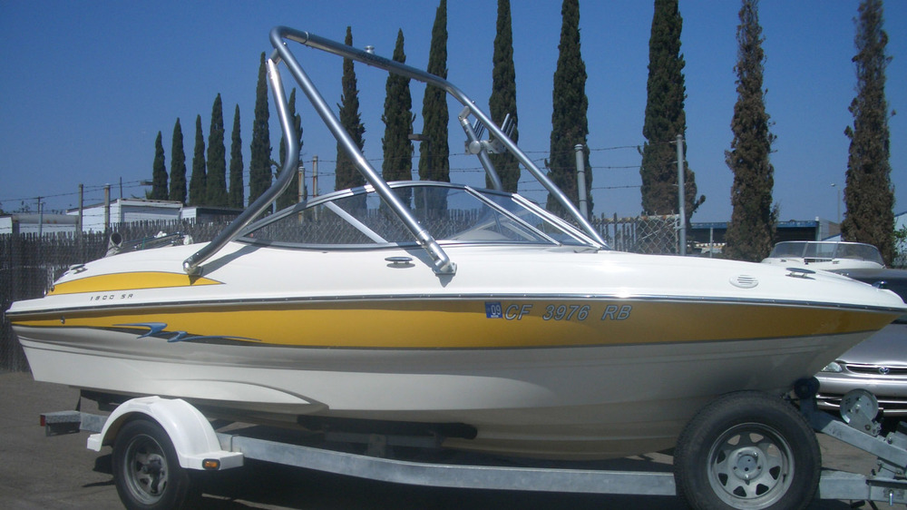 wakeboard tower on a 2004 maxum 1800 sr side