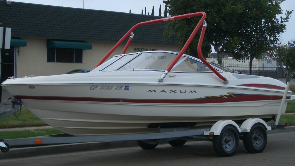 wakeboard tower on a 2004 maxum 2000 sr